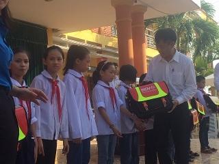 BIDV trao tặng 5000 cặp phao cứu sinh tại 10 địa phương năm 2020