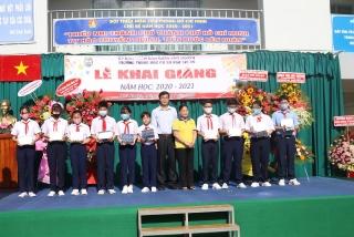PNJ trao học bổng cho học sinh nghèo hiếu học
