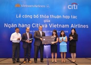 """Citibank và Vietnam Airlines """"bắt tay"""" chiến lược"""