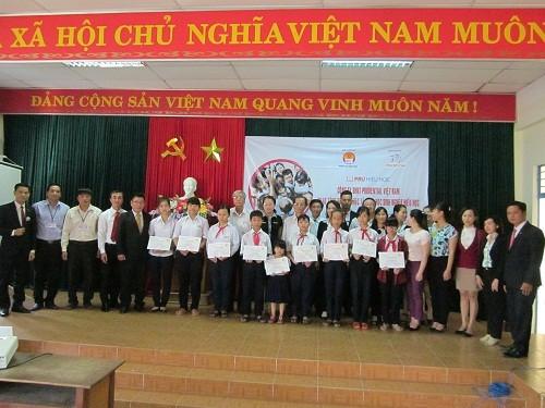 Prudential trao học bổng cho học sinh nghèo hiếu học