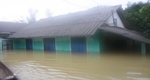 Lũ lụt gây thiệt hại nặng nề ở miền Trung