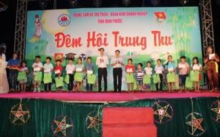 Hàng ngàn suất quà cho trẻ em nhân dịp Tết Trung thu