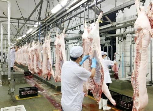 Thịt heo nhập khẩu so kè với hàng nội