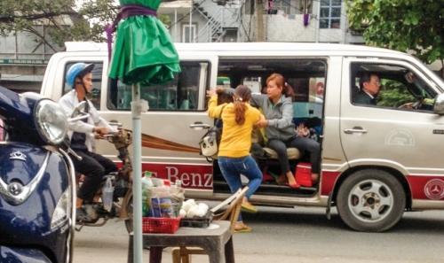 """DN vận tải """"sốt vó"""" với xe dù"""