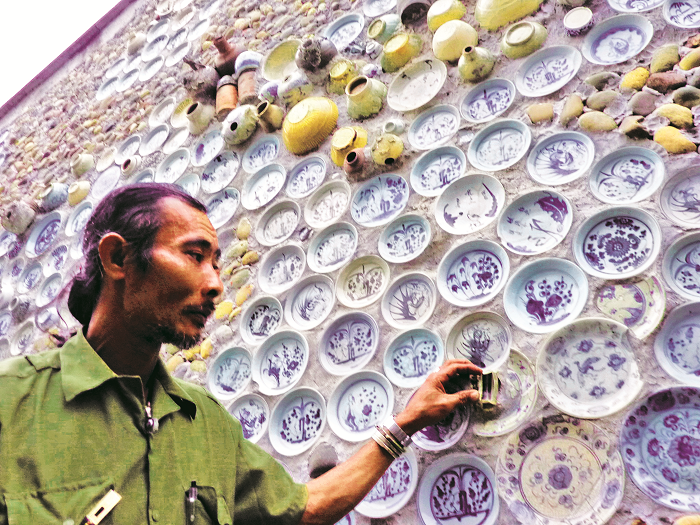 Lão nông mua cổ vật gắn lên… tường!