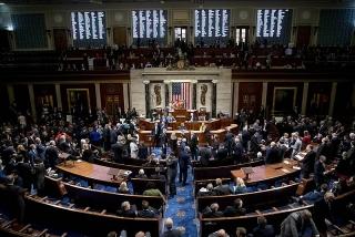 Hạ viện Mỹ thông qua gói cứu trợ 2,2 nghìn tỷ USD