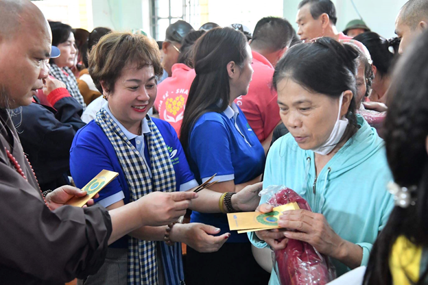 Quỹ Hành trình Xanh và NCB chung tay cùng miền Trung vượt qua khó khăn