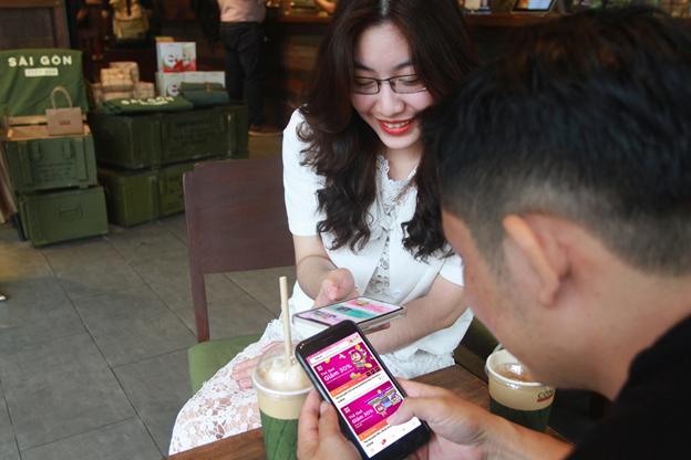 Bật ví điện tử MoMo mua thẻ giảm nửa giá hàng hóa