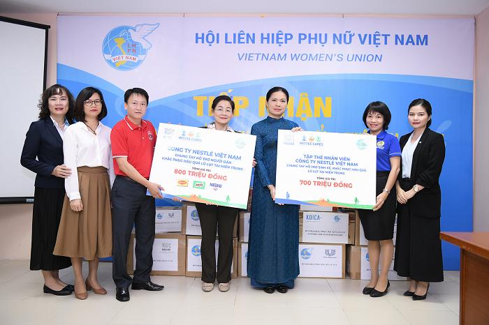 Nestlé Việt Nam hỗ trợ miền Trung vượt qua lũ lụt