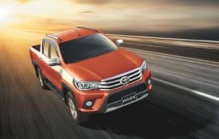 Toyota Hilux 2016 mới có giá từ 697 triệu đồng