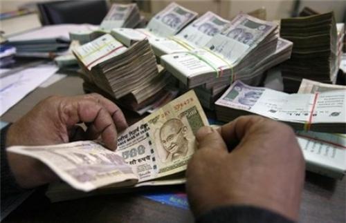 Ấn Độ dừng đổi tiền cũ lấy tiền mới