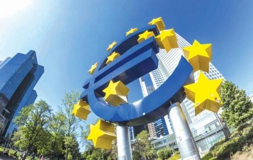 Bình thường hóa CSTT tại Mỹ và EU: Những khác biệt về điều kiện kinh tế