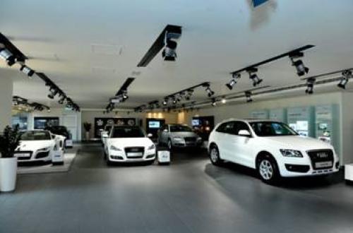 Tranh thủ mua ô tô trước Tết Nguyên đán
