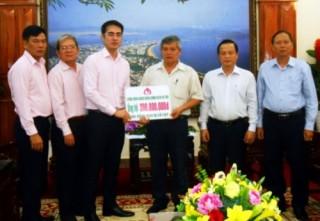 Bình Định: NHCSXH Việt Nam ủng hộ đồng bào vùng lũ 300 triệu đồng
