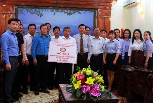 Bình Định: Ngành Ngân hàng hỗ trợ đồng bào vùng bão lũ 2 tỉ đồng