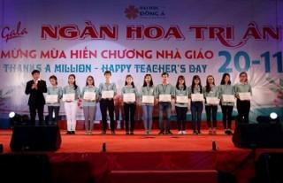 Đại học Đông Á trao học bổng cho sinh viên
