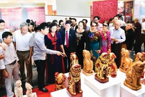 Để giữ gìn bản sắc văn hóa Việt