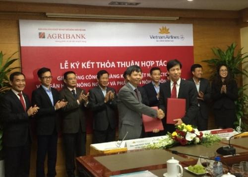 Agribank ký thoả thuận hợp tác với Vietnam Airlines