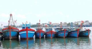 Nỗi lo tàu cá nằm bờ