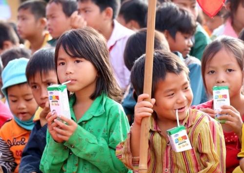 """""""Sữa học đường"""": Lo nhiều  hơn mừng"""