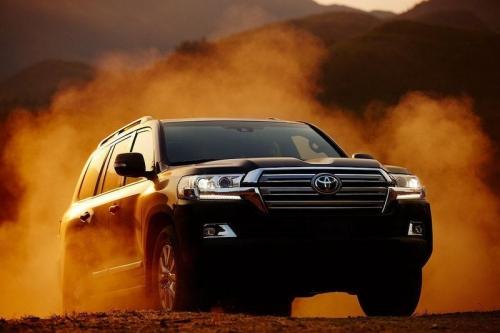 Ở lần nâng cấp này, mẫu SUV cỡ lớn vẫn sử dụng máy V8 5.7L hút khí tự nhiên  cho công suất 381 mã lực và mô-men xoắn cực đại 545 Nm ...