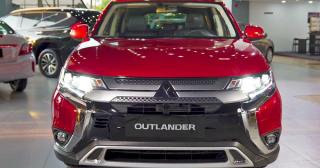 Mitsubishi Outlander tung khuyến mãi khủng