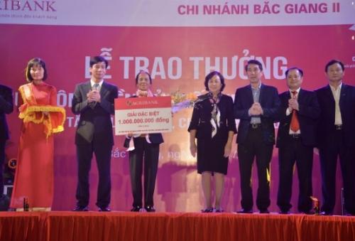 Agribank trao giải thưởng 1 tỷ đồng cho khách hàng