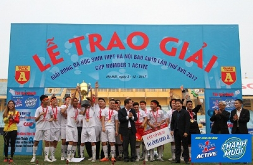 'Nghẹt thở' với trận chung kết của Giải bóng đá học sinh THPT Hà Nội