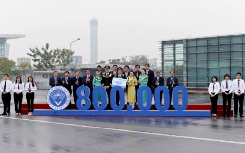 Vietnam Airlines mừng 800 nghìn chuyến bay và 94 triệu hành khách
