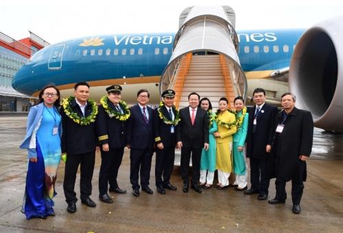 vietnam airlines khai truong duong bay tp hcm van don