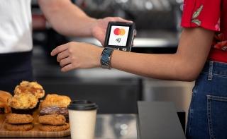 Với MatchMove Mastercard, phụ kiện đeo trên người cũng thành thiết bị thanh toán khi mua sắm