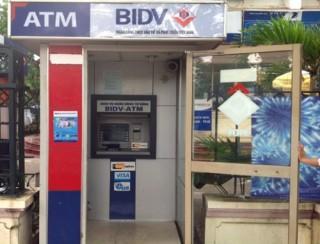 Bất cập quanh việc đặt máy ATM