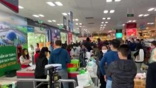 Người dân đi siêu thị mua sắm tăng bất thường sáng nay (7/3)